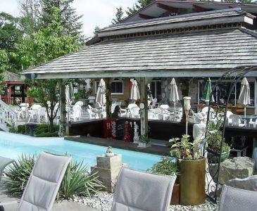 Ponderosa Nature Resort Swim up bar